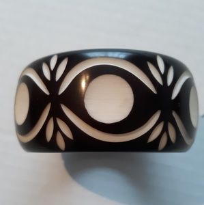 Jewelry - Vintage Chocolate Carved Bangle